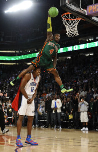 nate robinson dunk on dwight howard
